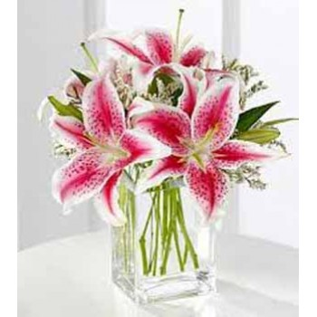 5 Lilies in Glass Vase